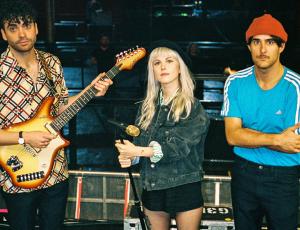 Uma nova era: Paramore fala sobre expectativas dos fãs e a diversão por trás da produção de um álbum com temas sombrios